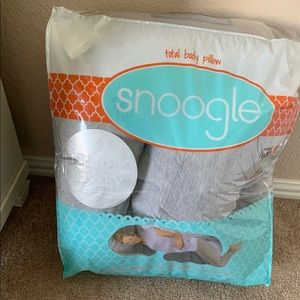 Snoogle full body pregnancy pillow